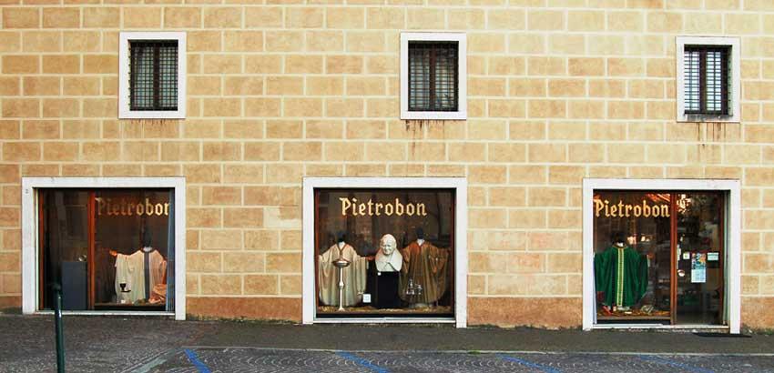 Negozio Pietrobon Arredi Sacri Piazza Duomo Treviso